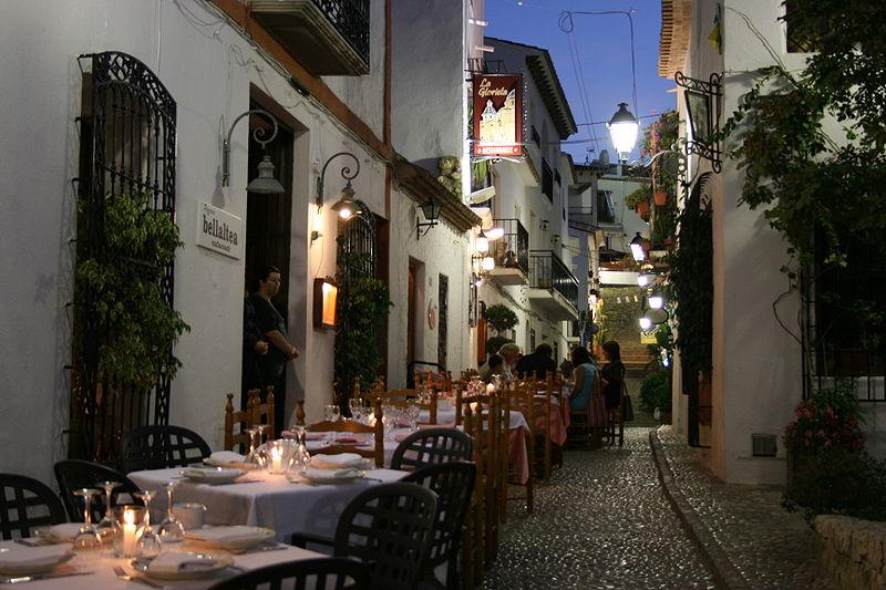 800px-calle_tpica_altea_alicante